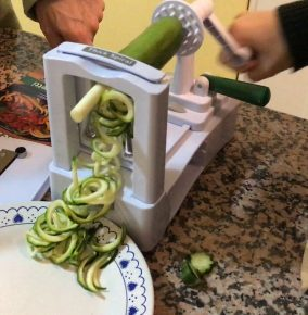 The Veggetti Spiralizes Vegetables into Spaghetti